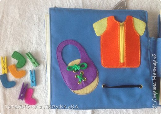 Моя первая развивающая книжка в подарок 2-х летнему племяннику. Обложка: Заяц из фетра. Лапками закрывает глаза (в лапах и глазах вшиты магнитики) фото 15