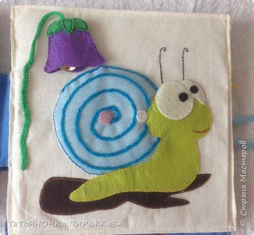 Моя первая развивающая книжка в подарок 2-х летнему племяннику. Обложка: Заяц из фетра. Лапками закрывает глаза (в лапах и глазах вшиты магнитики) фото 16
