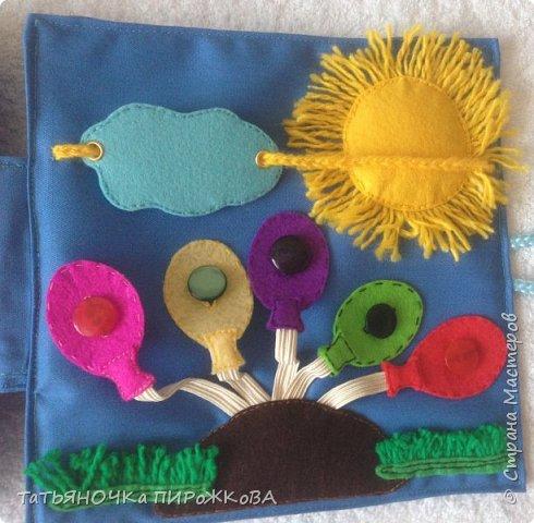 Моя первая развивающая книжка в подарок 2-х летнему племяннику. Обложка: Заяц из фетра. Лапками закрывает глаза (в лапах и глазах вшиты магнитики) фото 22