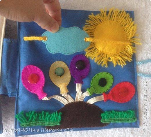 Моя первая развивающая книжка в подарок 2-х летнему племяннику. Обложка: Заяц из фетра. Лапками закрывает глаза (в лапах и глазах вшиты магнитики) фото 23