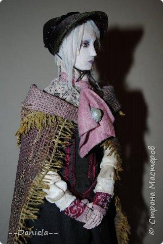 Всем привет:) Доделала вот куколку, которую начала где-то полгода назад, может даже больше. Персонаж игры Bloodborne, наверное, самый милый ее персонаж...  фото 8