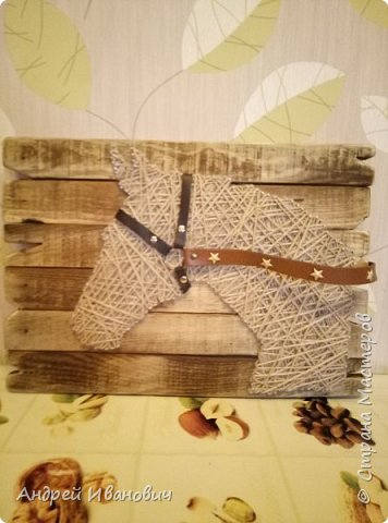 Шпагат, гвозди, ремешки, доска вскрытая морилкой фото 1