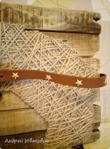 Шпагат, гвозди, ремешки, доска вскрытая морилкой фото 3