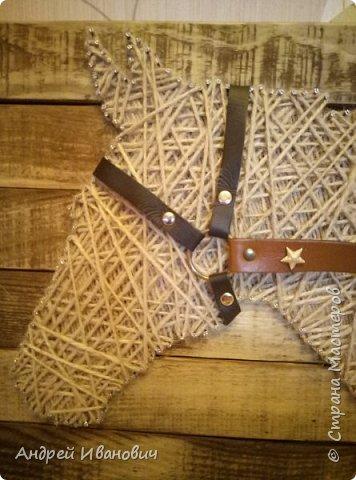 Шпагат, гвозди, ремешки, доска вскрытая морилкой фото 4