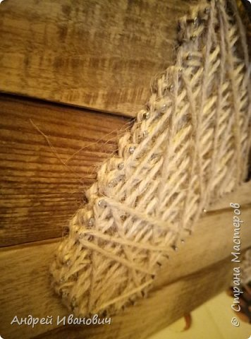 Шпагат, гвозди, ремешки, доска вскрытая морилкой фото 6