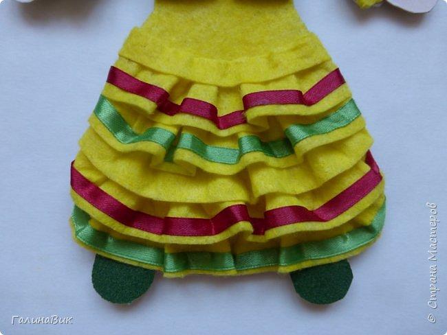 Костюм девочки-башкирки отражает характерные для национальной одежды этого народа детали: многоярусная юбка платья (кулдэк), короткая безрукавка (кэзэки), головной убор (такыя). Такой костюм может пригодиться для различных мероприятий и праздников. фото 4