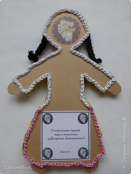 Костюм девочки-башкирки отражает характерные для национальной одежды этого народа детали: многоярусная юбка платья (кулдэк), короткая безрукавка (кэзэки), головной убор (такыя). Такой костюм может пригодиться для различных мероприятий и праздников. фото 5