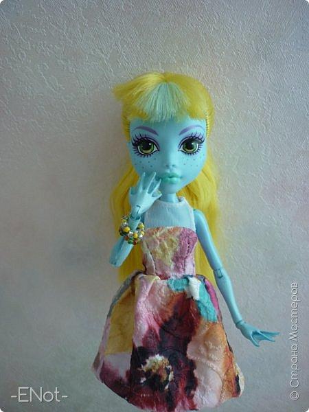 Всем привет) Совсем недавно у меня появилась новенькая. Купила я её так же неожиданно, как и придумала имя. Вот только взяла я её в руки, как в голову пришло имя-Салли)) Фото будет немного, так как своей одежды у Сал нету( платье и браслеты одолжила Женька) Эээх...придётся мне делать отдельную запись, где рассказать о всех своих куклах, а то кто кому платье одолжил, наверное, вам не понятно) фото 1