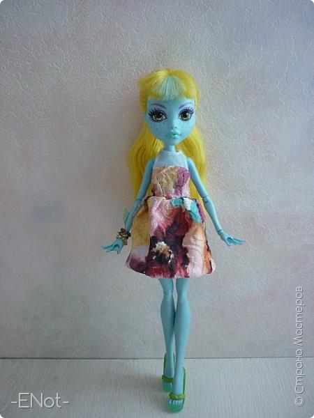Всем привет) Совсем недавно у меня появилась новенькая. Купила я её так же неожиданно, как и придумала имя. Вот только взяла я её в руки, как в голову пришло имя-Салли)) Фото будет немного, так как своей одежды у Сал нету( платье и браслеты одолжила Женька) Эээх...придётся мне делать отдельную запись, где рассказать о всех своих куклах, а то кто кому платье одолжил, наверное, вам не понятно) фото 4
