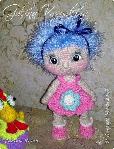 Куколки получаются ростом 24-26 см. Внутри проволочный каркас. Это Катя) она осталась жить у нас дома, дочка не захотела ее отдавать. фото 10