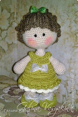Куколка каркасная связана на заказ. Голова поворачивается, руки/ноги гнутся. Рост куколки без учета волос 29 см. Снимается только платье. фото 4