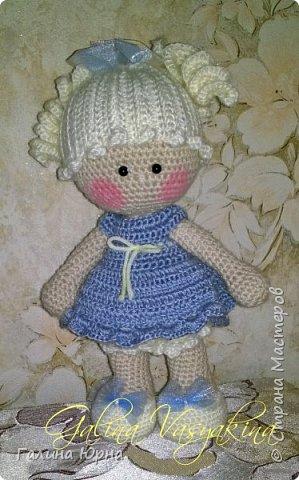 Куколка каркасная связана на заказ. Голова поворачивается, руки/ноги гнутся. Рост куколки без учета волос 29 см. Снимается только платье. фото 3