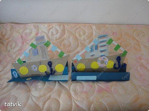 Вот такие кораблики мастерили ребята подготовительной группы в подарок папам на 23 февраля. Корпус корабля делали из упаковочного картона, всегда жалко его выбрасывать) Якорь из синельной проволоки, дым из салфетки. фото 7