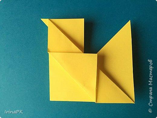 Вот таких курочек можно сделать к Пасхе с детьми. За основу взяла готовый способ складывания оригами, но добавила свое. Эту курочку смогут сделать даже дети 4-5 лет, делается очень просто.  фото 10
