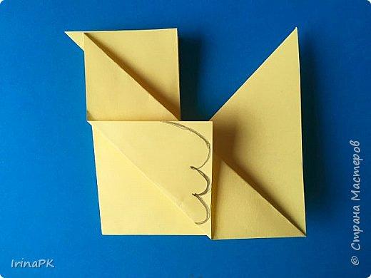Вот таких курочек можно сделать к Пасхе с детьми. За основу взяла готовый способ складывания оригами, но добавила свое. Эту курочку смогут сделать даже дети 4-5 лет, делается очень просто.  фото 11