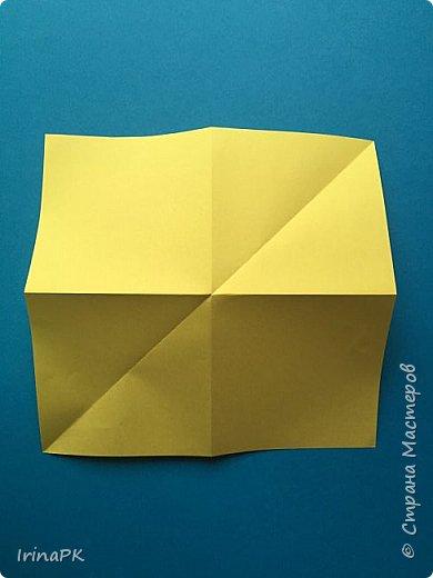 Вот таких курочек можно сделать к Пасхе с детьми. За основу взяла готовый способ складывания оригами, но добавила свое. Эту курочку смогут сделать даже дети 4-5 лет, делается очень просто.  фото 5