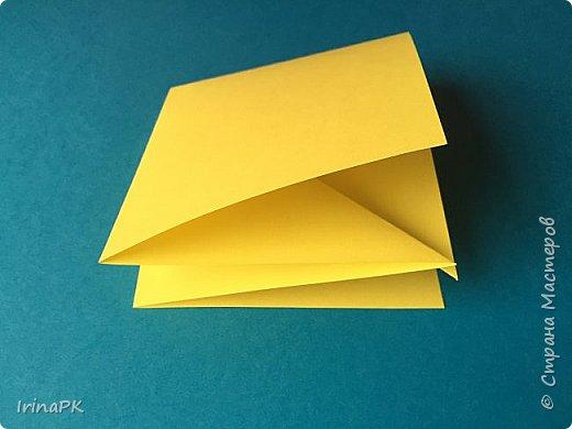 Вот таких курочек можно сделать к Пасхе с детьми. За основу взяла готовый способ складывания оригами, но добавила свое. Эту курочку смогут сделать даже дети 4-5 лет, делается очень просто.  фото 6