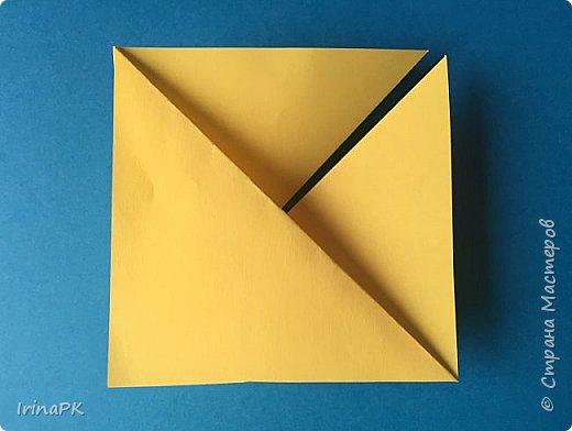 Вот таких курочек можно сделать к Пасхе с детьми. За основу взяла готовый способ складывания оригами, но добавила свое. Эту курочку смогут сделать даже дети 4-5 лет, делается очень просто.  фото 8