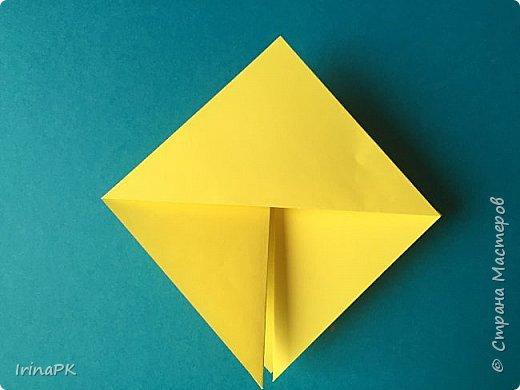 Вот таких курочек можно сделать к Пасхе с детьми. За основу взяла готовый способ складывания оригами, но добавила свое. Эту курочку смогут сделать даже дети 4-5 лет, делается очень просто.  фото 7