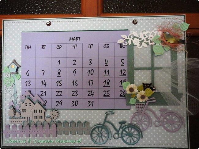 В праздники совсем запуталась в числах и днях недели. Приличного календаря не купить. До этого у меня был календарь с ангелами Гапчинской. Классный. Так что пришлось делать самой. Это просто страничка как бы альбомная формат А4 . В уголок с цветами и под наличник окошка как раз и вставляется сетка. У меня на каждый месяц отдельно.  Планирую сделать по временам года. Пока зима  и весна  только.  Календарную сетку сделала сама, т.к. не смогла найти то, что мне нужно.  Оказалось, что сделать календарную сетку быстрее, чем подгонять готовые под свои нужды.    фото 2