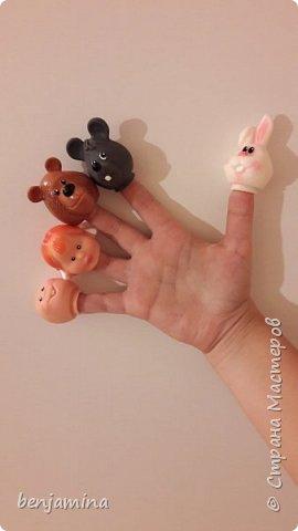 """Здравствуйте всем!!!  Хочу рассказать вам о видах театра: перчаточный пальчиковый теневой настольный би-ба-бо костюмированый и тд.... У нас дома есть """"покупной"""" тетр и театр сделанный своими руками... фото 3"""
