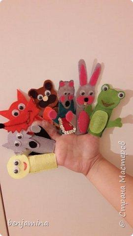 """Здравствуйте всем!!!  Хочу рассказать вам о видах театра: перчаточный пальчиковый теневой настольный би-ба-бо костюмированый и тд.... У нас дома есть """"покупной"""" тетр и театр сделанный своими руками... фото 4"""