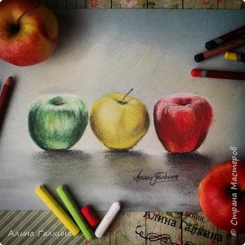 Яблочный светофор. Художник Алина Галкина