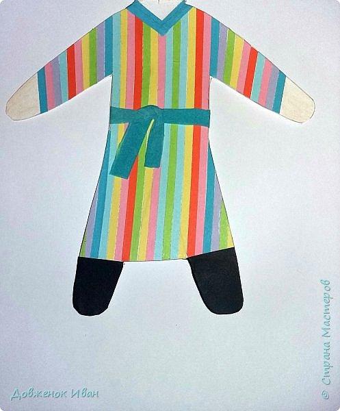 Мальчик - узбек.   Костюм мальчика - узбека  отражает характерные для национальной одежды этого народа детали :  халат, рубах различного фасона, камзола, пояса, кожаных сапог, штанов и обязательного головного убора — чалмы или тюбетейки. фото 3