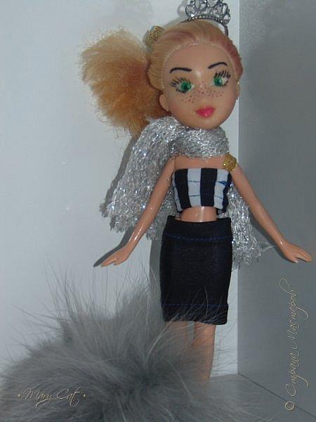 """Здравствуйте, дорогие кукольницы!  Недавно сделала ООАК на куклу Братц Хлою. К сожалению фото """"ДО"""" сделать забыла, так что если кому интересно можете найти фотографию куклы в интернете. ООАК делала неделю назад, а также в процессе подстригла волосы и немного подкрасила корни бордовым цветом. фото 1"""
