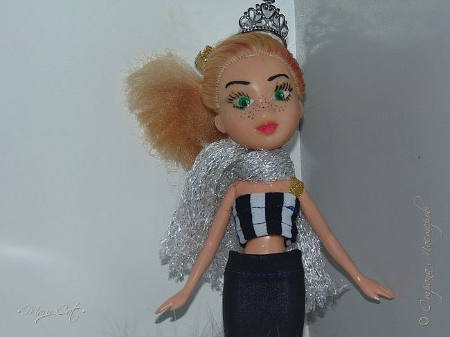 """Здравствуйте, дорогие кукольницы!  Недавно сделала ООАК на куклу Братц Хлою. К сожалению фото """"ДО"""" сделать забыла, так что если кому интересно можете найти фотографию куклы в интернете. ООАК делала неделю назад, а также в процессе подстригла волосы и немного подкрасила корни бордовым цветом. фото 2"""