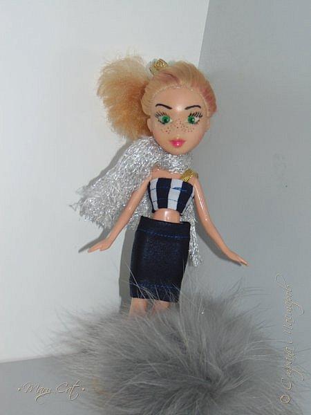 """Здравствуйте, дорогие кукольницы!  Недавно сделала ООАК на куклу Братц Хлою. К сожалению фото """"ДО"""" сделать забыла, так что если кому интересно можете найти фотографию куклы в интернете. ООАК делала неделю назад, а также в процессе подстригла волосы и немного подкрасила корни бордовым цветом. фото 3"""