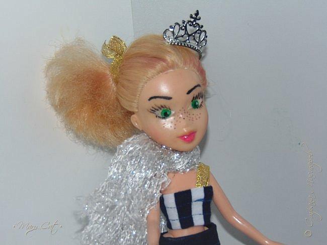 """Здравствуйте, дорогие кукольницы!  Недавно сделала ООАК на куклу Братц Хлою. К сожалению фото """"ДО"""" сделать забыла, так что если кому интересно можете найти фотографию куклы в интернете. ООАК делала неделю назад, а также в процессе подстригла волосы и немного подкрасила корни бордовым цветом. фото 5"""