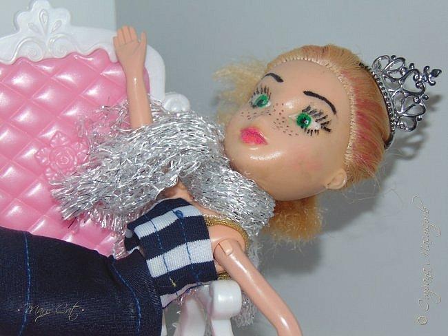 """Здравствуйте, дорогие кукольницы!  Недавно сделала ООАК на куклу Братц Хлою. К сожалению фото """"ДО"""" сделать забыла, так что если кому интересно можете найти фотографию куклы в интернете. ООАК делала неделю назад, а также в процессе подстригла волосы и немного подкрасила корни бордовым цветом. фото 8"""