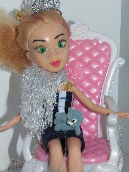 """Здравствуйте, дорогие кукольницы!  Недавно сделала ООАК на куклу Братц Хлою. К сожалению фото """"ДО"""" сделать забыла, так что если кому интересно можете найти фотографию куклы в интернете. ООАК делала неделю назад, а также в процессе подстригла волосы и немного подкрасила корни бордовым цветом. фото 9"""
