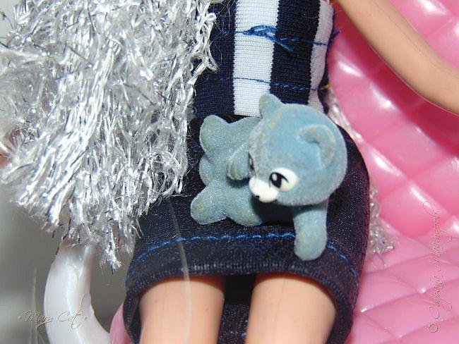 """Здравствуйте, дорогие кукольницы!  Недавно сделала ООАК на куклу Братц Хлою. К сожалению фото """"ДО"""" сделать забыла, так что если кому интересно можете найти фотографию куклы в интернете. ООАК делала неделю назад, а также в процессе подстригла волосы и немного подкрасила корни бордовым цветом. фото 10"""