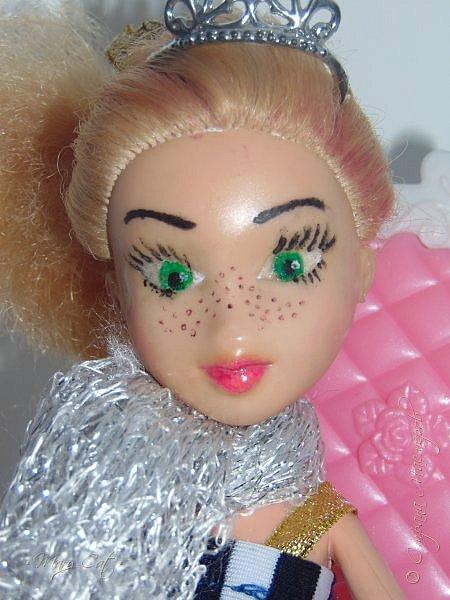 """Здравствуйте, дорогие кукольницы!  Недавно сделала ООАК на куклу Братц Хлою. К сожалению фото """"ДО"""" сделать забыла, так что если кому интересно можете найти фотографию куклы в интернете. ООАК делала неделю назад, а также в процессе подстригла волосы и немного подкрасила корни бордовым цветом. фото 11"""