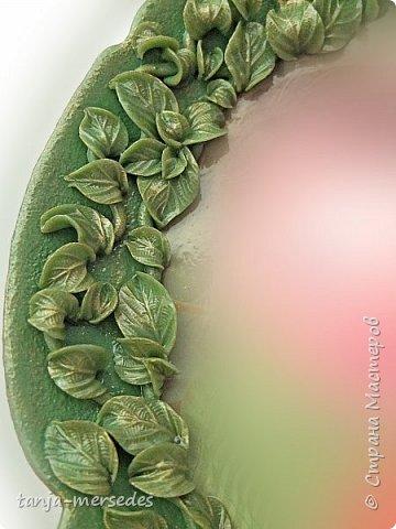 Приобрела по случаю стеклянную,прозрачную,но с красивой текстурой тарелочку,а получилась как фарфоровая,да ещё и с такой растительностью. фото 2