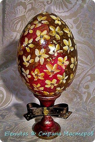 """Добрый вечер,Страна! Представляю вашему вниманию небольшую коллекцию сувенирных яиц. Это назвала """"А ля Фаберже"""".Захотелось """"поиграть"""" с моделирующей пастой прозрачной,золотом и стразами. фото 4"""