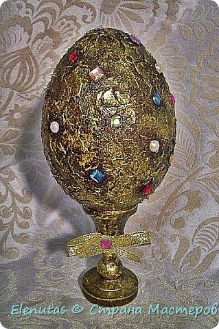 """Добрый вечер,Страна! Представляю вашему вниманию небольшую коллекцию сувенирных яиц. Это назвала """"А ля Фаберже"""".Захотелось """"поиграть"""" с моделирующей пастой прозрачной,золотом и стразами. фото 1"""