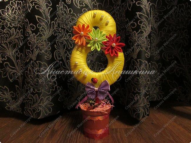 Увидев этот пост ( http://stranamasterov.ru/node/733385?c=favorite ) в стране мастеров, решила попробовать сделать магниты в том же стиле. Самая обыкновенная восьмёрочка с цветком, сделанным в технике канзаши) (2016 год) фото 5