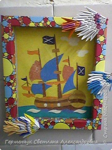 """Картину из песка """"Парусник"""" (из набора   для детского творчества) выполнила Шубина Ксюша ,                                                                                                а """"Цветы"""" -Семенчук Лера.Рыбки работа  -Жулего Карины  и Величко Вероники                                                                                                                                                                                                                                                                                                                                                                                                                    фото 2"""