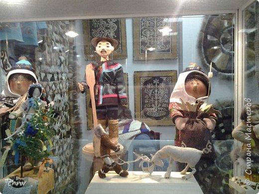 В марте в нашем городе  прошла 5 международная выставка-ярмарка народных промыслов и ремесел.Я  третий год посещаю эту ярмарку.Покажу немного фотографий.Валяные тапочки-такие красивые и очень теплые. фото 13