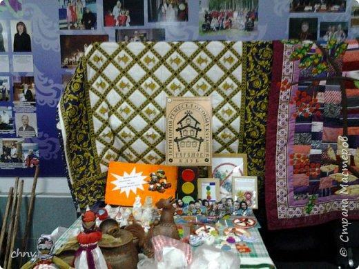 В марте в нашем городе  прошла 5 международная выставка-ярмарка народных промыслов и ремесел.Я  третий год посещаю эту ярмарку.Покажу немного фотографий.Валяные тапочки-такие красивые и очень теплые. фото 15