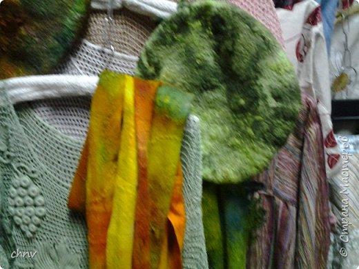 В марте в нашем городе  прошла 5 международная выставка-ярмарка народных промыслов и ремесел.Я  третий год посещаю эту ярмарку.Покажу немного фотографий.Валяные тапочки-такие красивые и очень теплые. фото 2