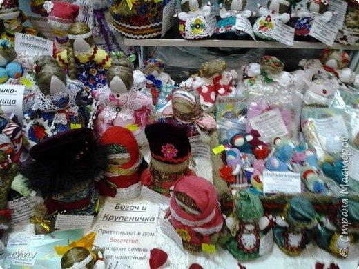 В марте в нашем городе  прошла 5 международная выставка-ярмарка народных промыслов и ремесел.Я  третий год посещаю эту ярмарку.Покажу немного фотографий.Валяные тапочки-такие красивые и очень теплые. фото 4