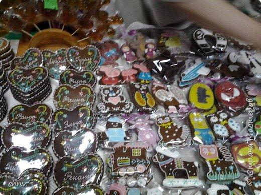 В марте в нашем городе  прошла 5 международная выставка-ярмарка народных промыслов и ремесел.Я  третий год посещаю эту ярмарку.Покажу немного фотографий.Валяные тапочки-такие красивые и очень теплые. фото 16