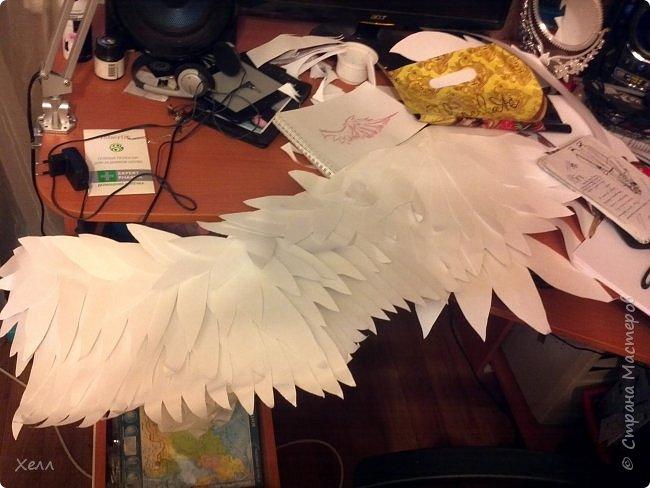 Самая большая моя работа. Формат одного крыла - больше 1,5 метра. Крепятся на руки у плеча, у локтя и у запястья с помощью лент и липучек. В виде каркаса из дерева лежали на шкафу целый год. фото 2