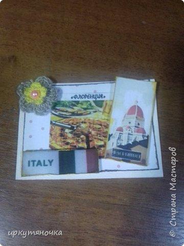 А вот и моя Италия! Для вас я выбрала рецепты популярной пиццы которые вы сможете сами приготовить дома. Выбирают только участницы совместника. Традиционная пицца Италии – это тонкое тесто и еще более тонкий слой начинки из двух или трех компонентов. Еще много веков назад это блюдо в Италии считалось едой для бедных. И только потом, полюбившись королю Фердинанду II, оно смогло попасть на королевский двор. Правда, король изрядно потрудился, доказывая королеве Маргарите достоинства такого лакомства. Пришлось придумать новый способ замешивания теста с помощью венчика (раньше его мешали ногами) и сделать специальные вилочки, чтобы королевские особы не испачкали пальцы. фото 3