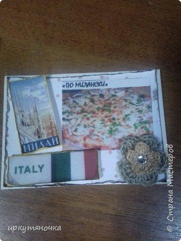 А вот и моя Италия! Для вас я выбрала рецепты популярной пиццы которые вы сможете сами приготовить дома. Выбирают только участницы совместника. Традиционная пицца Италии – это тонкое тесто и еще более тонкий слой начинки из двух или трех компонентов. Еще много веков назад это блюдо в Италии считалось едой для бедных. И только потом, полюбившись королю Фердинанду II, оно смогло попасть на королевский двор. Правда, король изрядно потрудился, доказывая королеве Маргарите достоинства такого лакомства. Пришлось придумать новый способ замешивания теста с помощью венчика (раньше его мешали ногами) и сделать специальные вилочки, чтобы королевские особы не испачкали пальцы. фото 4