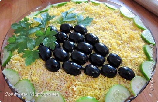 Очень люблю маслины, первый рецепт (огурец, маслины, томаты и т.д.) на фото, украсила в виде винограда, получилось быстро, вкусно и красиво))) фото 1
